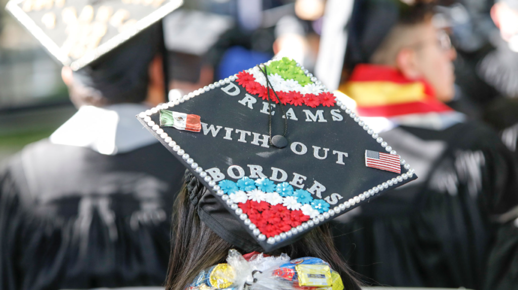 """Graduation cap decorated with words """"Dreams Without Borders"""""""