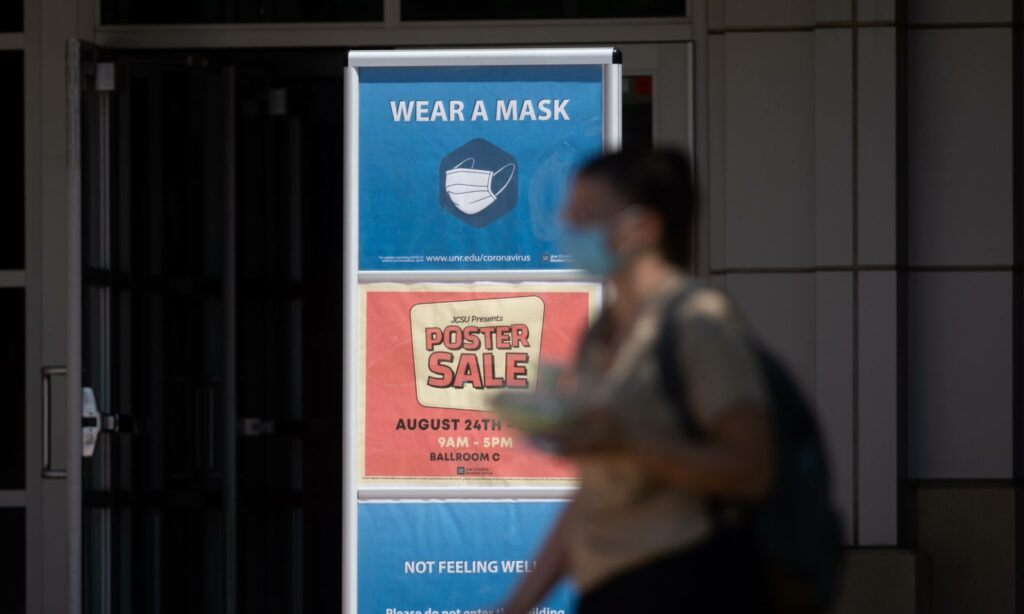 A sign that reads Wear a mask at UNR